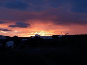 Zonsondergang twee dagen na de zonnewende op camping Stortemelk